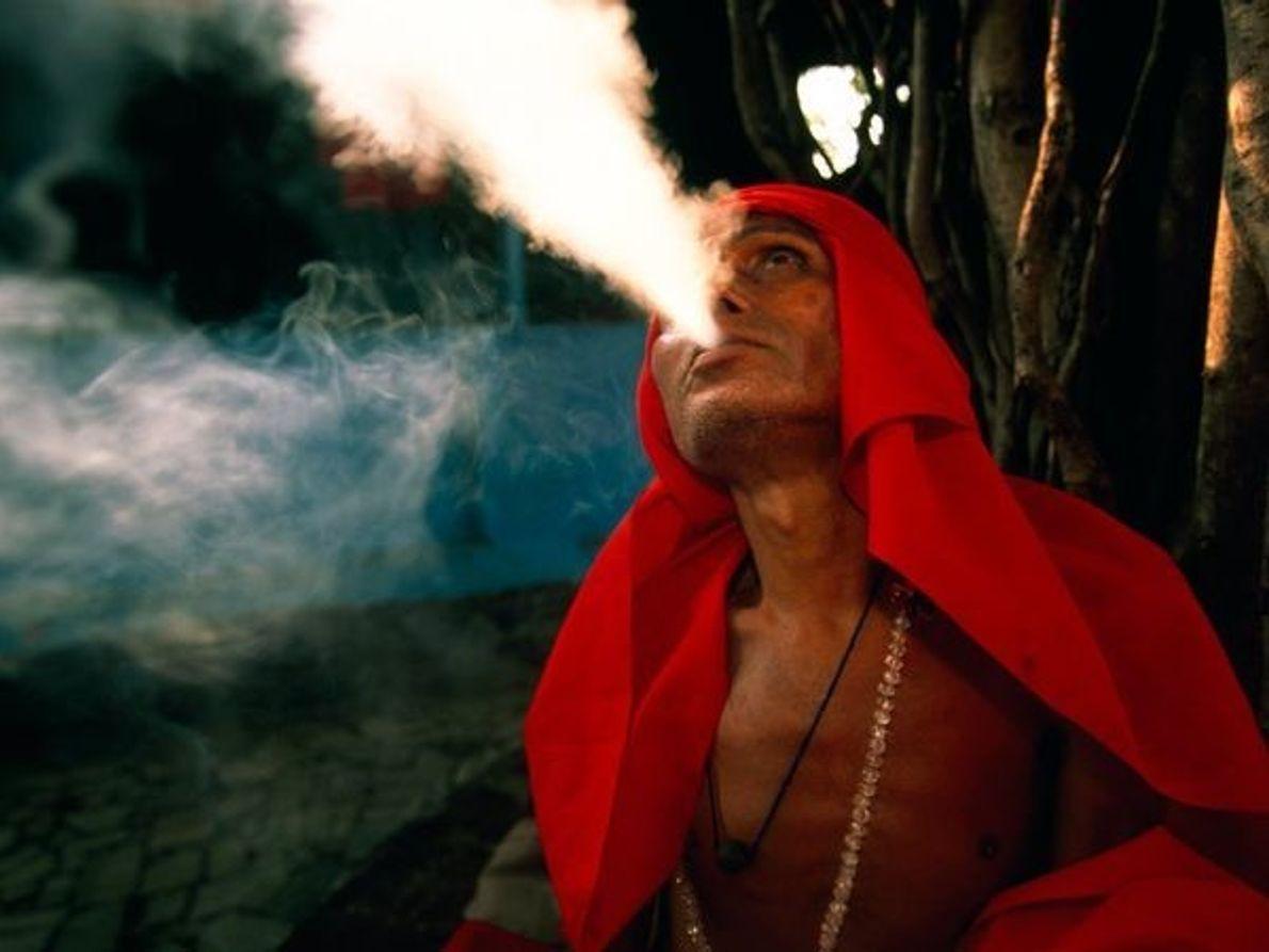 Sadhu fumando