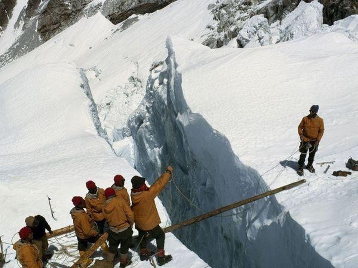 Primeras expediciones al Everest