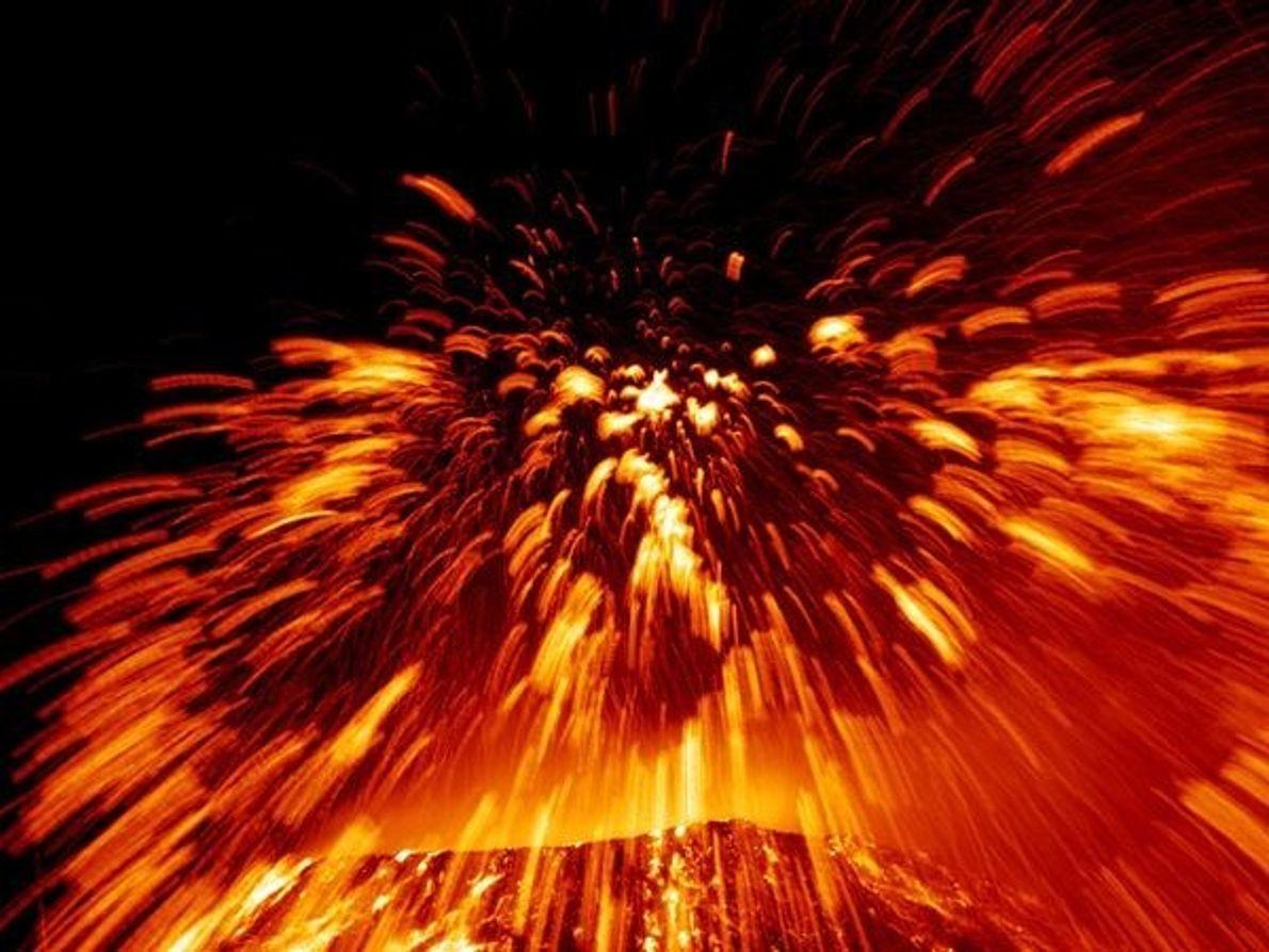 Lava y fuegos artificiales
