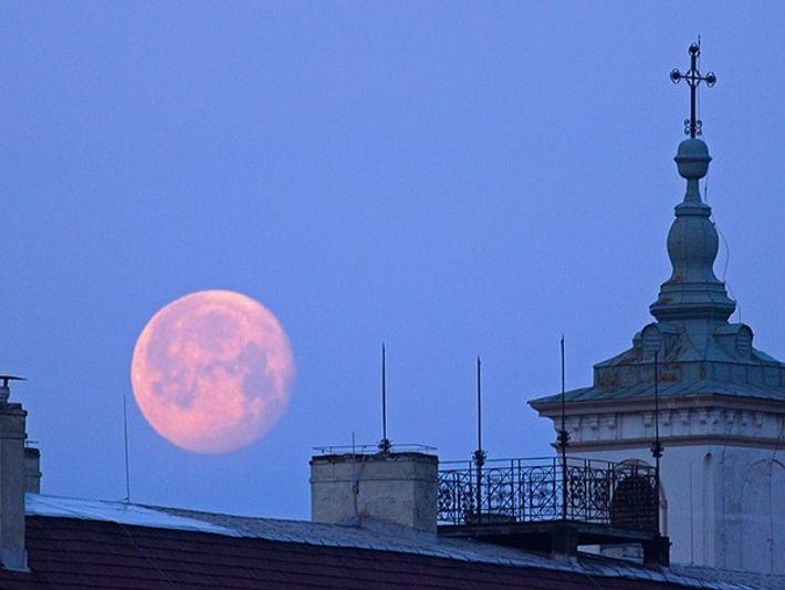 ¿Por qué se vio la luna tan grande en la noche del sábado?