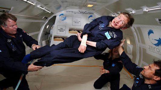 Stephen Hawking experimenta la ingravidez