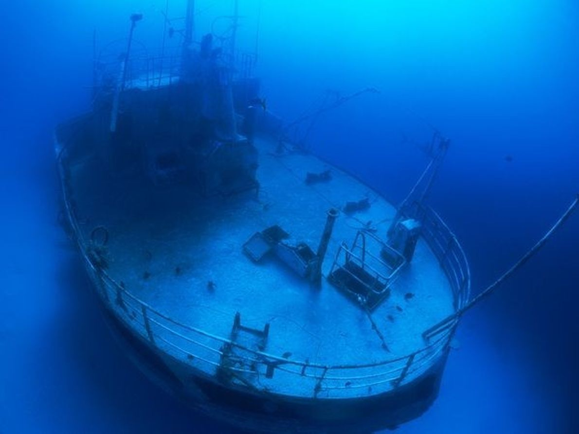 El tráfico marítimo de transatlánticos que tuvo lugar durante siglos dejó restos de barcos por toda …