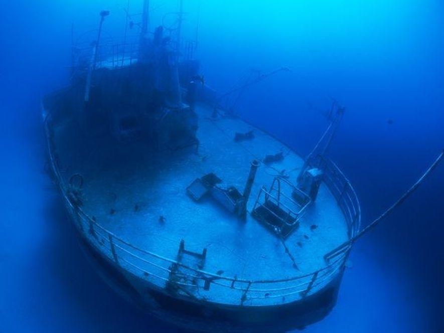 El tráfico marítimo de transatlánticos que tuvo lugar durante siglos dejó restos de barcos por toda ...