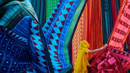 La sorprendente historia de los saris tradicionales de la India