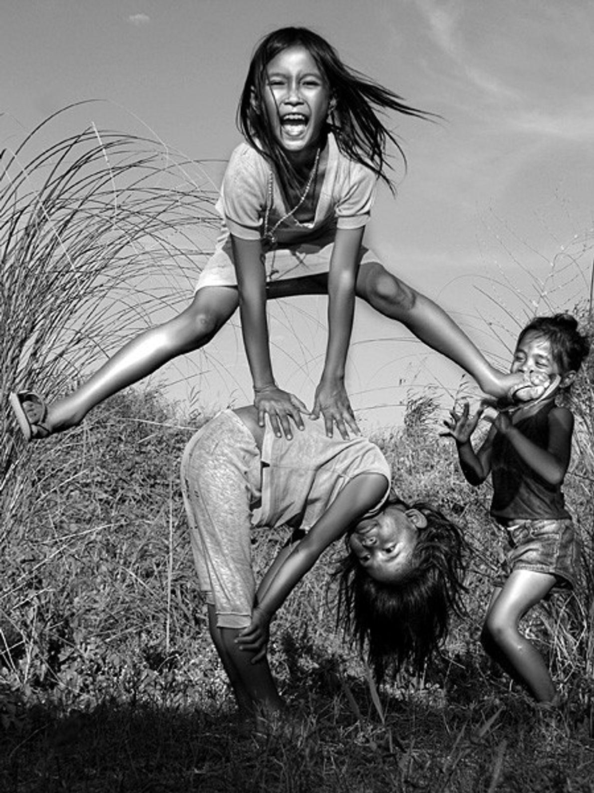 Niños jugando en Filipinas
