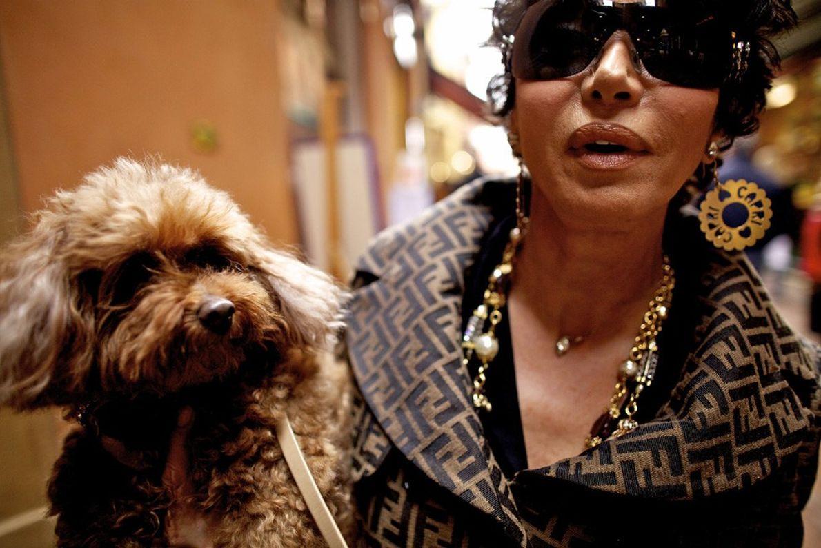 Mujer con perro, Bolonia