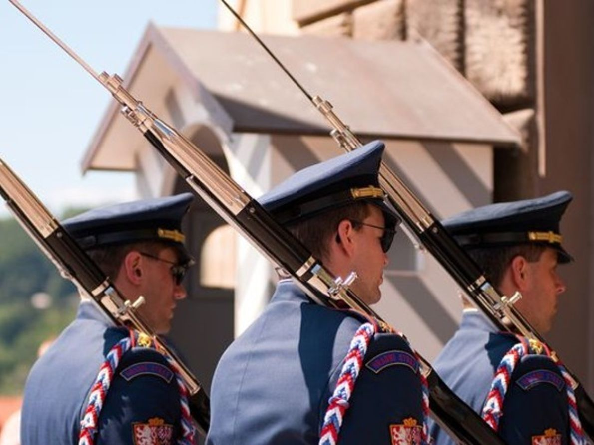 Cambio de guardia, Praga