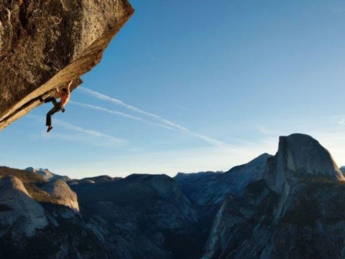 Solo frente al Parque Nacional Yosemite