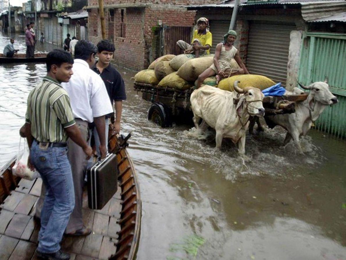 Calle inundada de Bangladesh