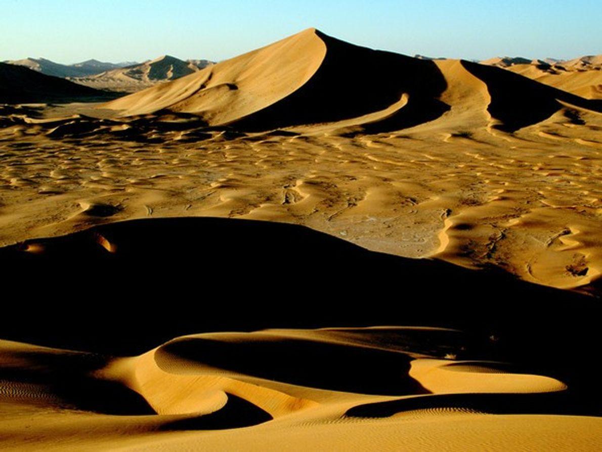 Cae la noche en el desierto