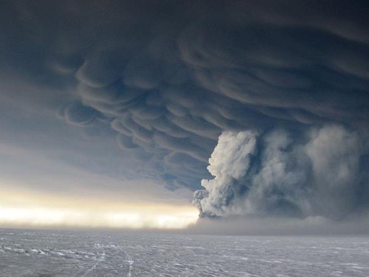 Nubes de ceniza sobre el hielo