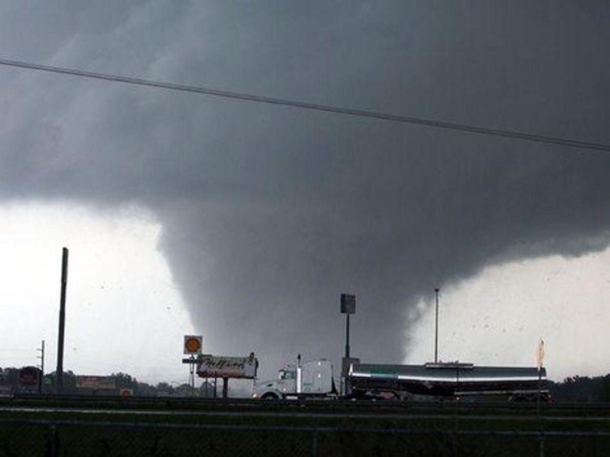 Tornado monstruoso y silencioso