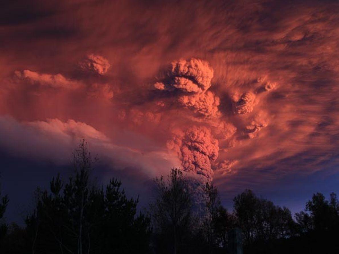 Espectaculares imágenes de la erupción del volcán chileno Puyehue