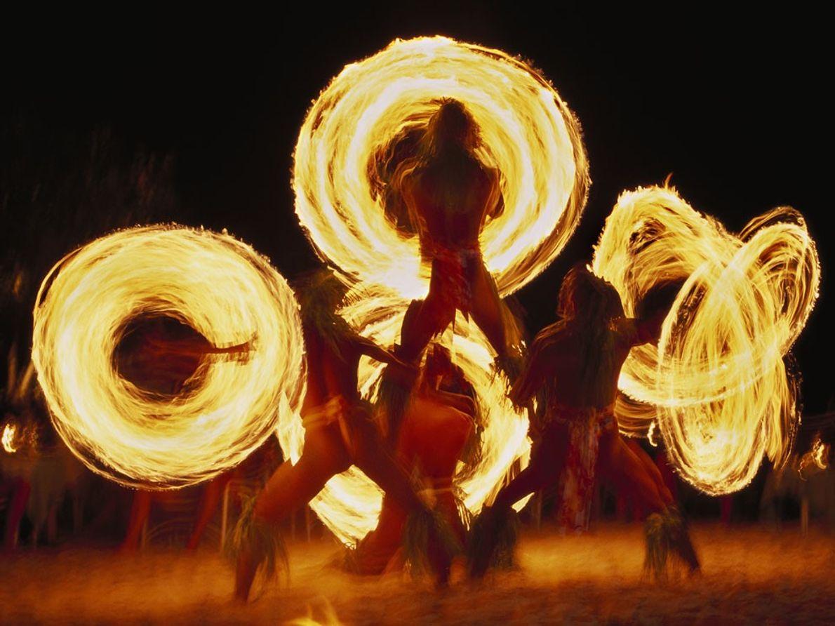 Bailarines de Fuego, Bora Bora