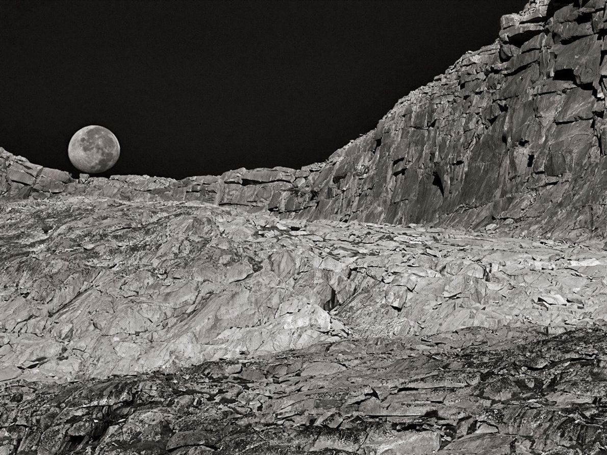 Luna y Paisaje, California