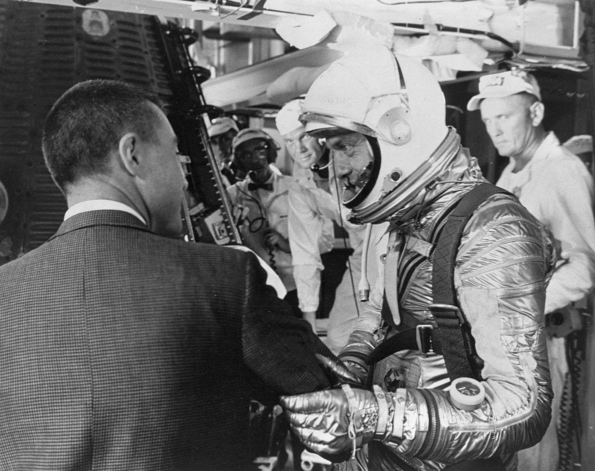 Alan Shepard embarca en la cápsulaFreedom 7
