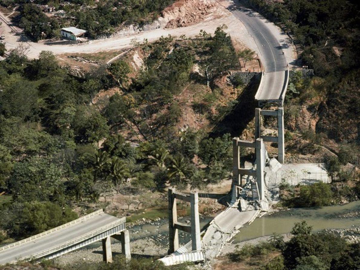 Puente colapsado (Guatemala)