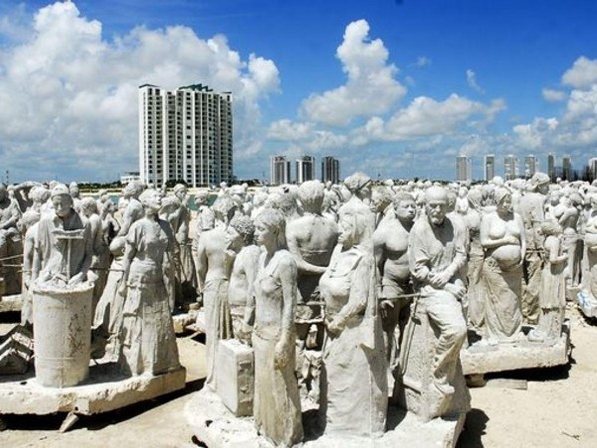 Esculturas en espera