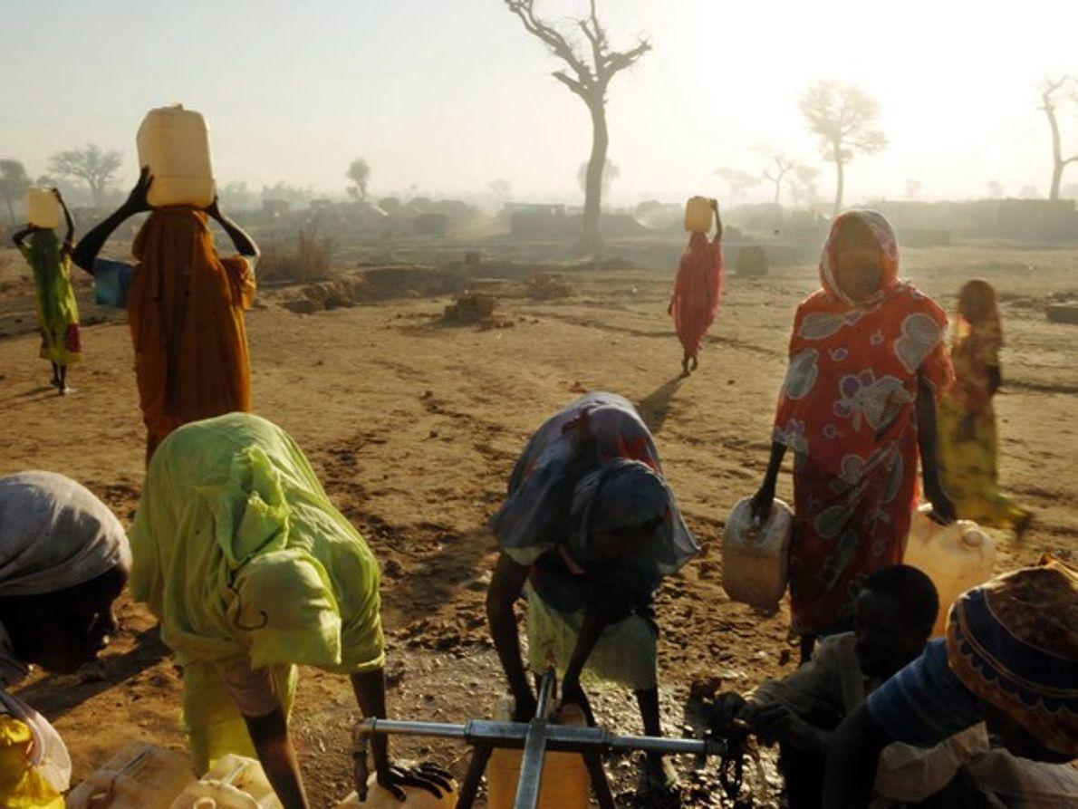 Bomba de agua en un campo de refugiados (Darfur)