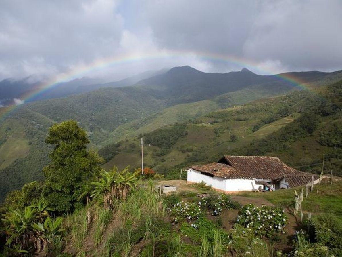 El arco iris sobre los Andes