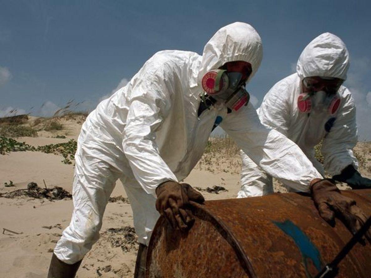 Trabajadores en trajes Hazmat, Texas