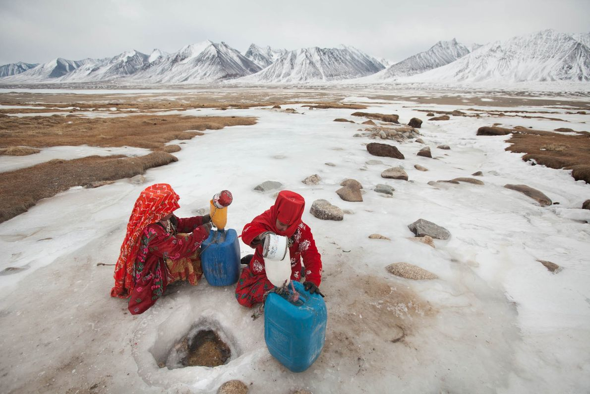 Unas niñas de la etnia kirguís