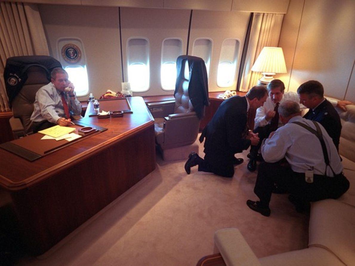 George W. Bush en el Air Force One