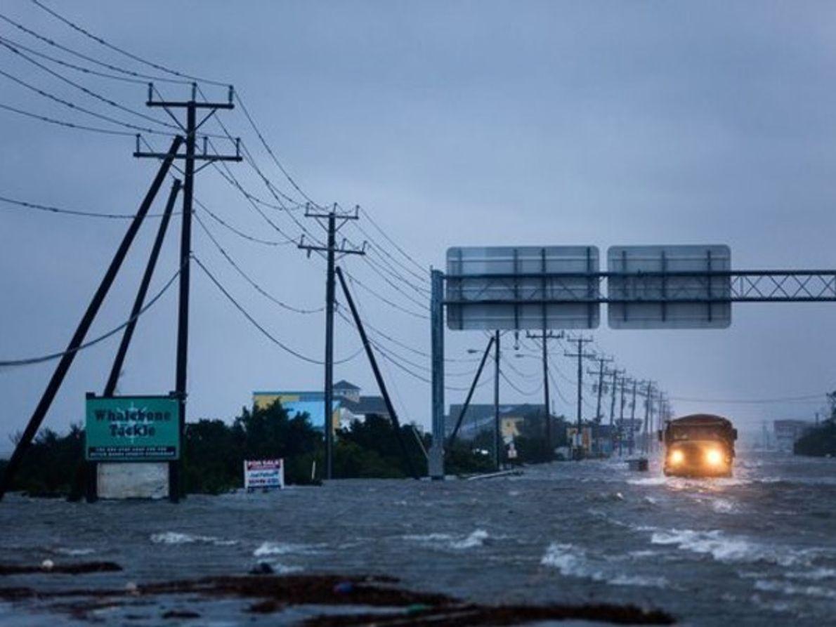 Carreteras inundadas y cortes de Electricidad