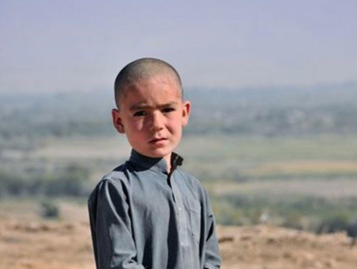 Chico joven, Afganistán