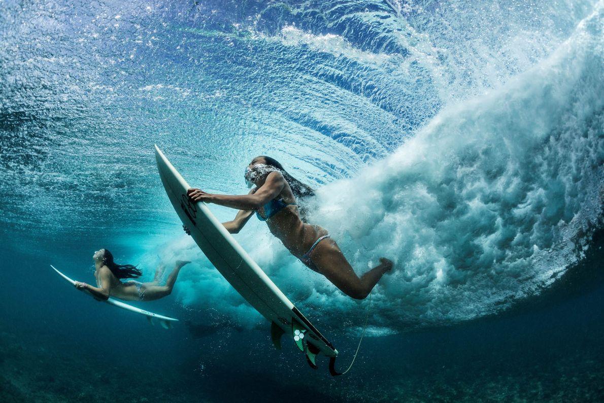 Surfistas en Oahu