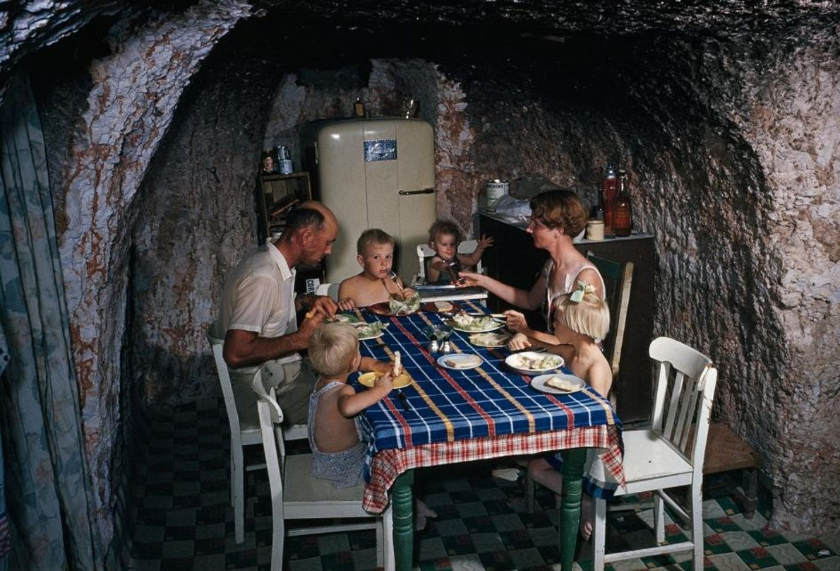Cenar bajo tierra