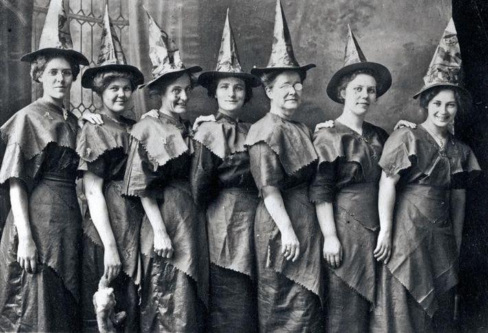 """Un aquelarre de """"brujas"""""""