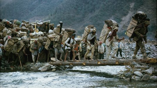 Recorremos la historia de la ascensión al Everest en imágenes