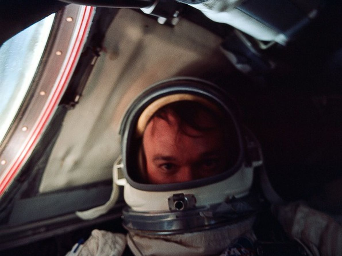 Autorretrato de astronauta