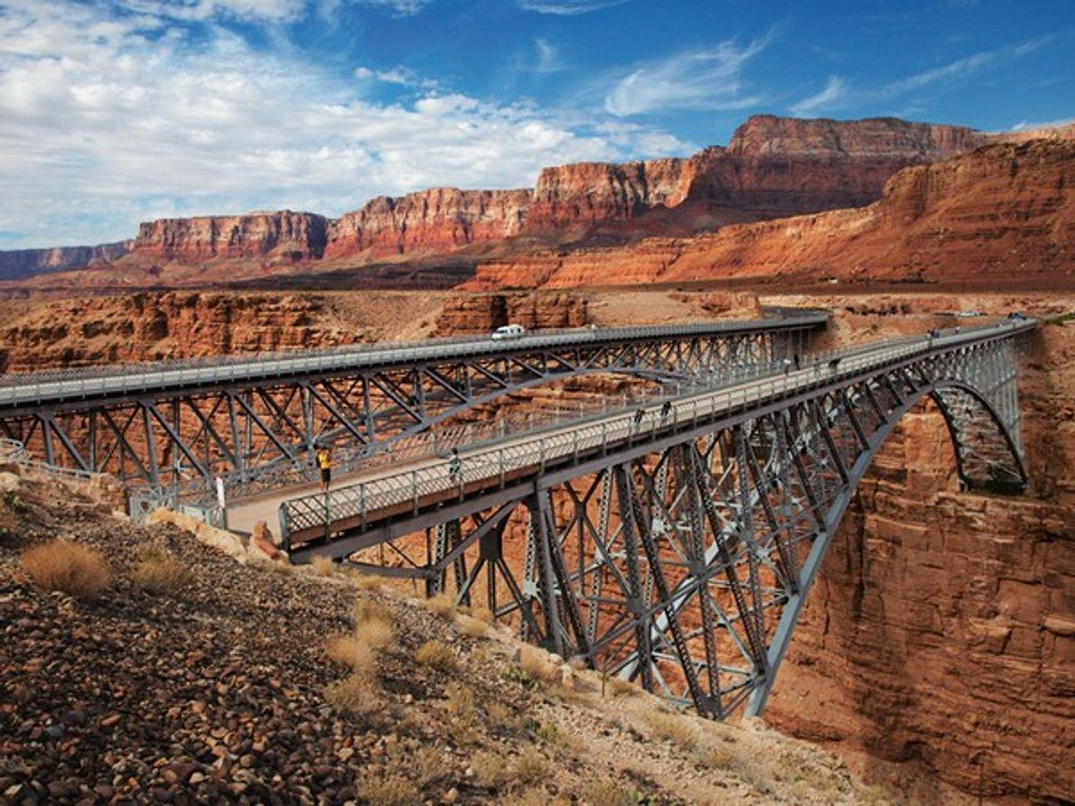 El Puente Navajo de Vermilion construido en 1929 se utiliza actualmente para que los peatones puedan …