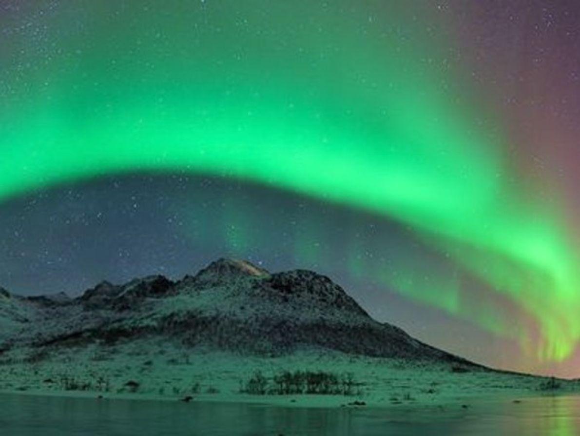 Aurora en Tromsø, Noruega, el 21 de enero de 2012. La fotografía panorámica muestra las auroras …