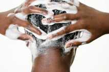 El champú y los cosméticos podrían contribuir a la formación en los suministros de agua de ...