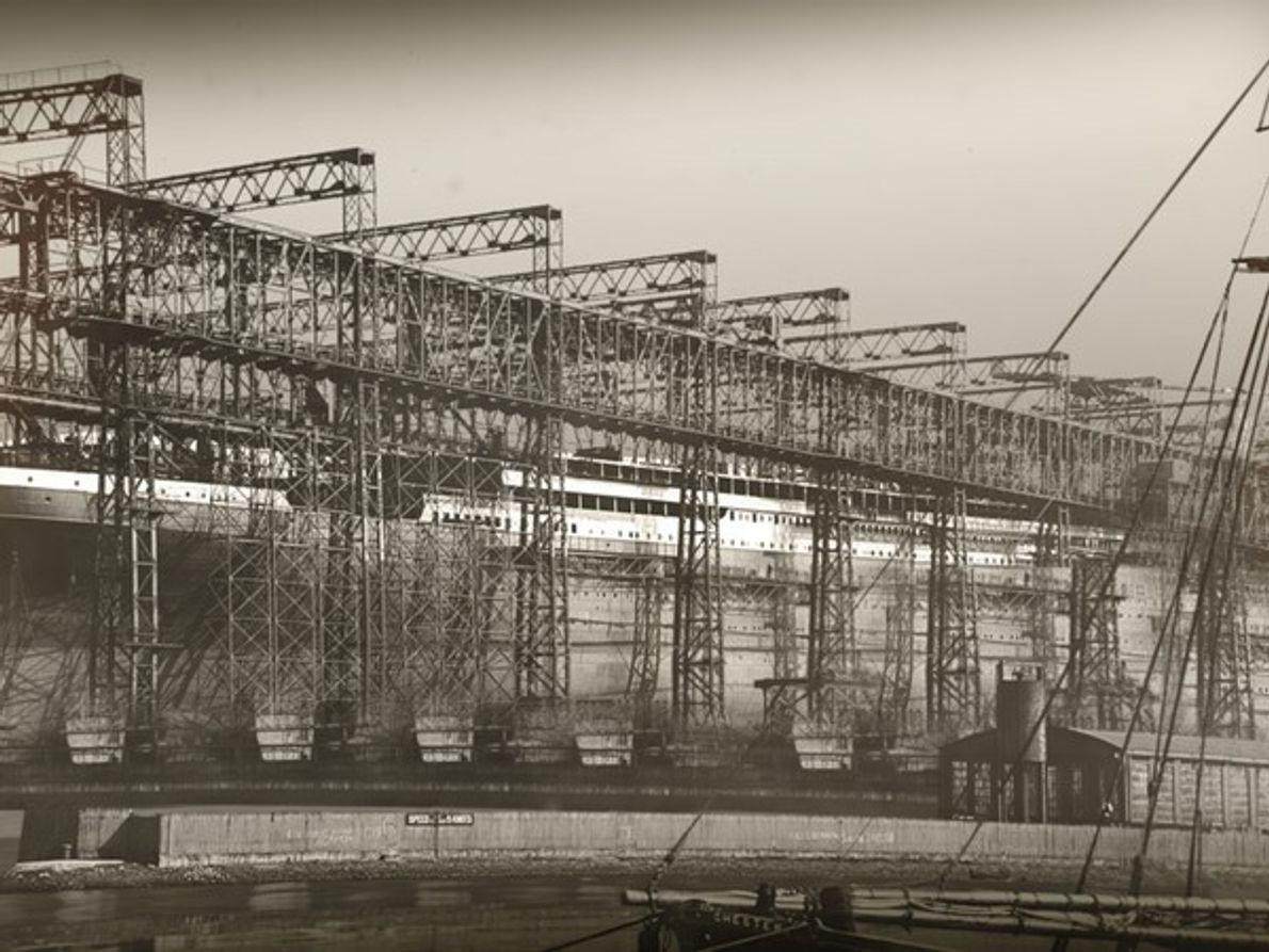 El astillero de Harland and Wolff en Belfast, fue el astillero más grande del mundo. …