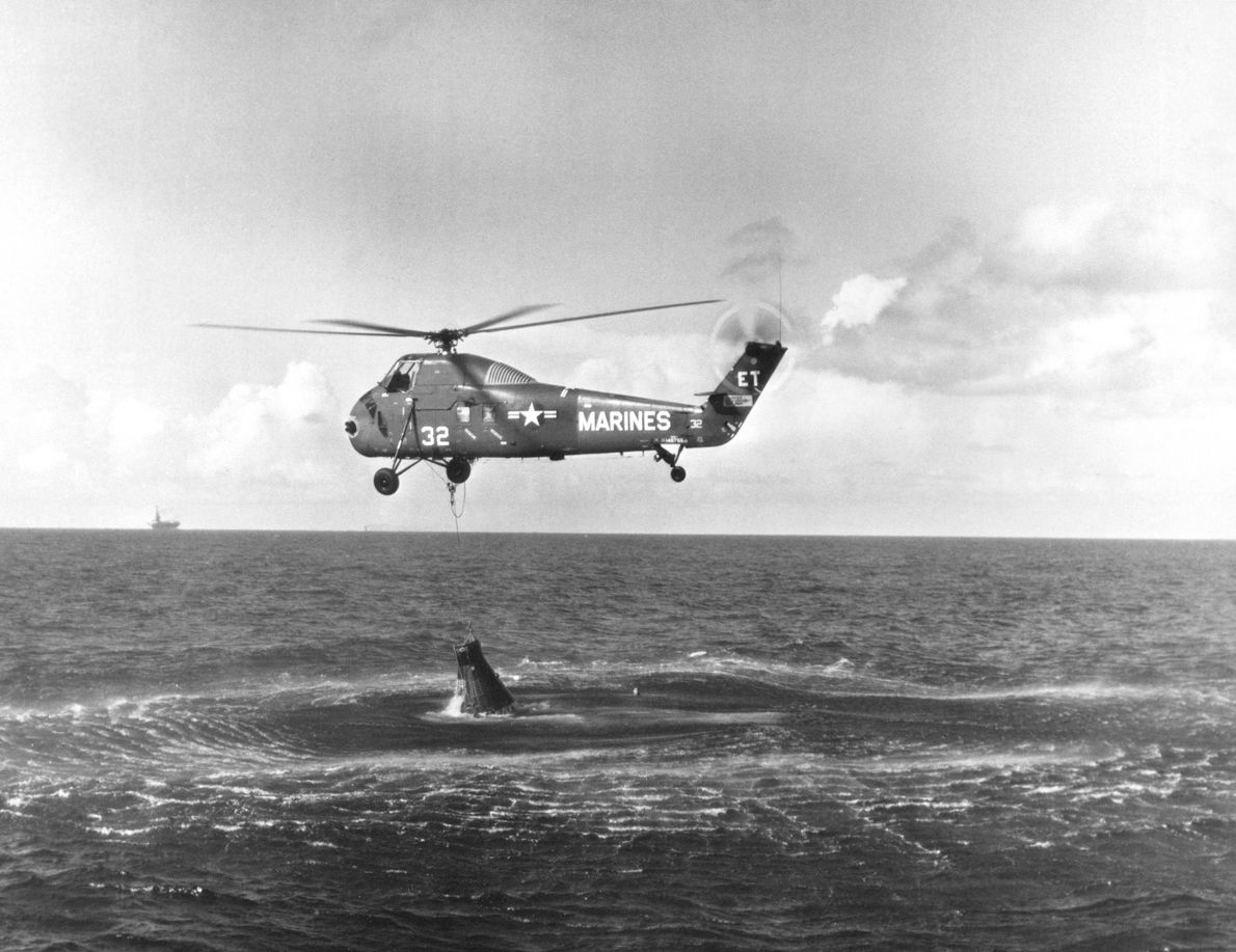 Un helicóptero intenta izar la Liberty Bell 7