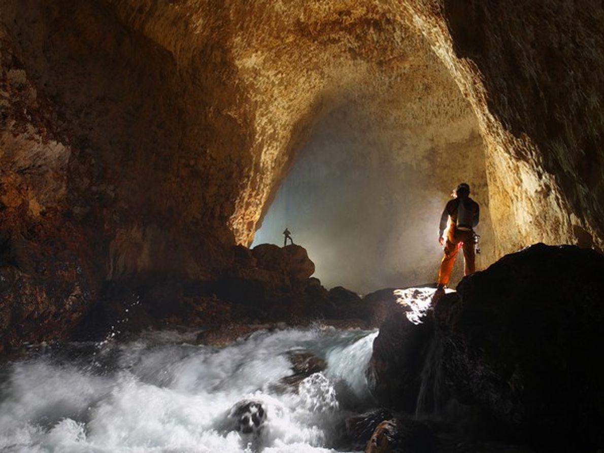 Cueva Ora, Papua Nueva Guinea