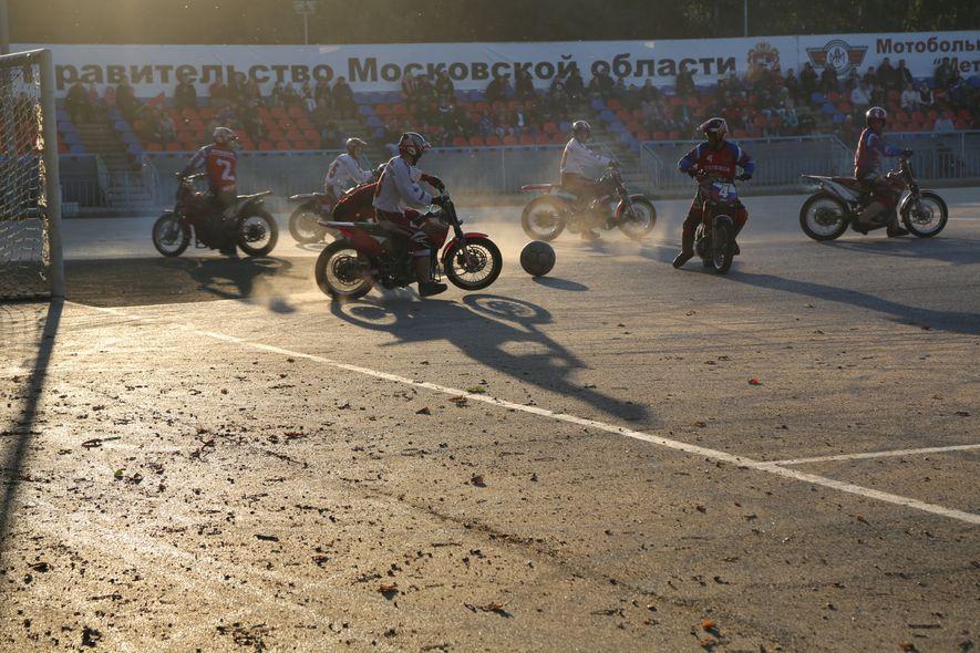 Instante de un partido de motoball en Moscú.