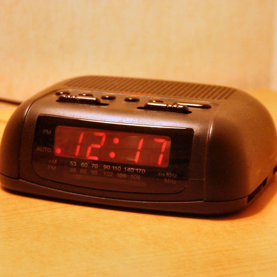 Los relojes europeos funcionan con retraso debido al conflicto en Kosovo
