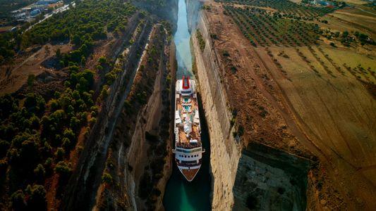 El canal de Corinto, una vía de agua artificial