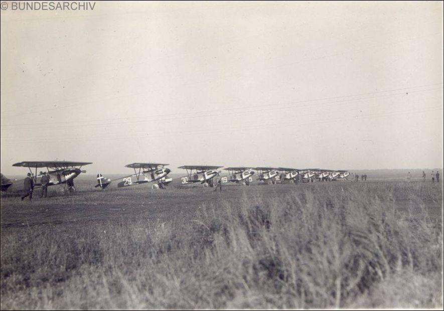 Cazas holandeses Fokker D.XIII en la base de Lipetsk con los que los aviadores alemanes realizaron su instrucción en la Unión Soviética.