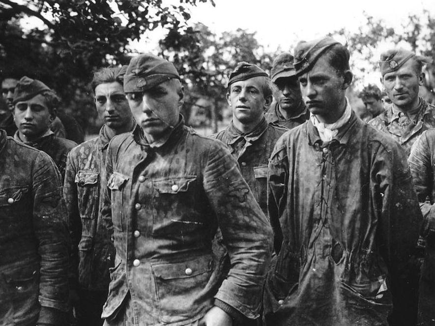 Prisioneros de las Waffen SS capturados por los aliados en Francia.