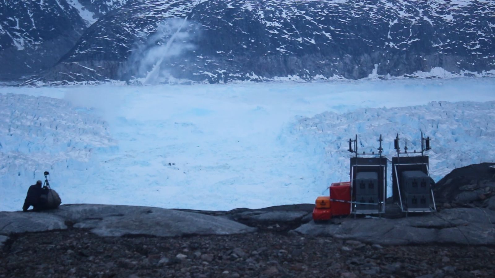 Observa cómo se desprende un iceberg de 6,5 kilómetros de ancho de un glaciar de Groenlandia