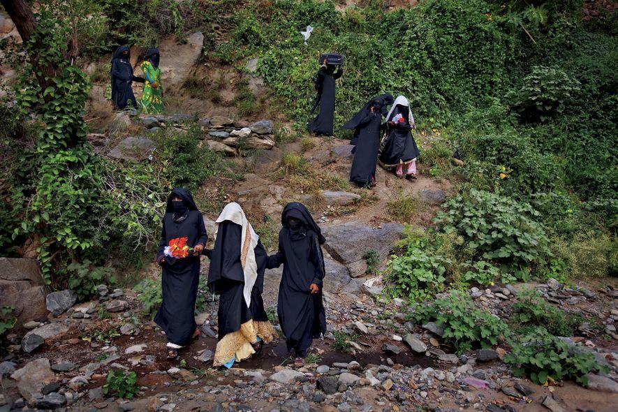Después de celebrar la boda con las mujeres de la familia, las novias yemeníes, Sidaba de ...