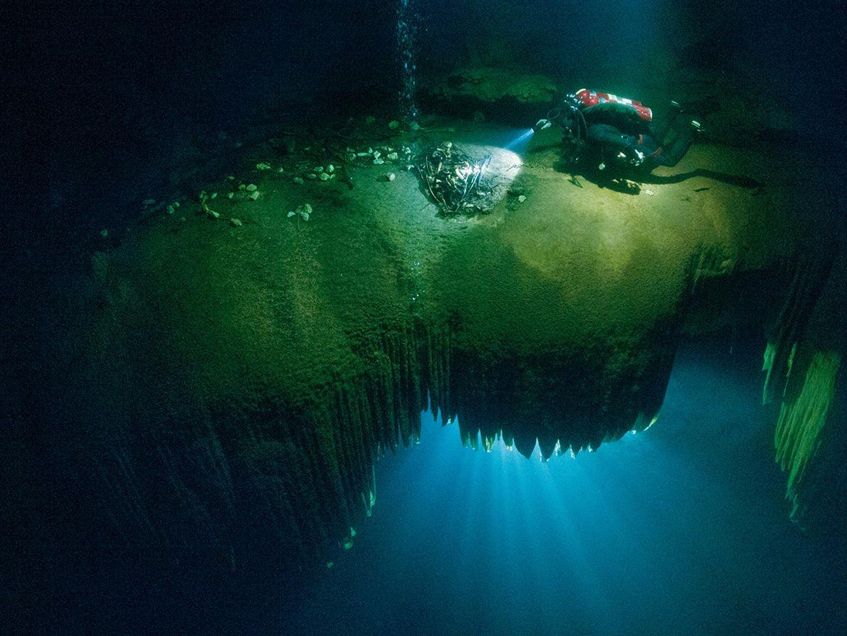 Cenote de Holtún
