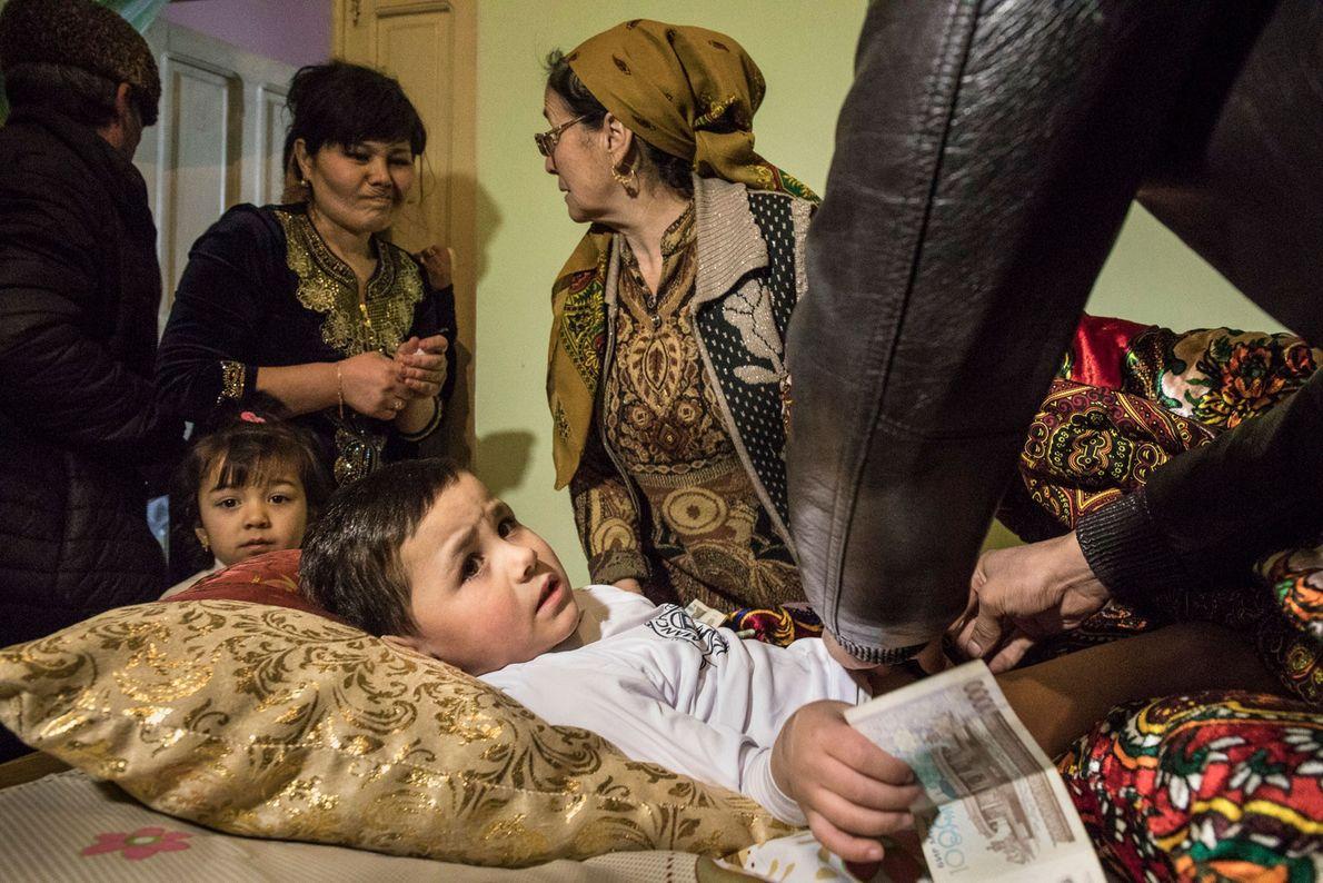 Beknur Bakhtiarov recibe dinero
