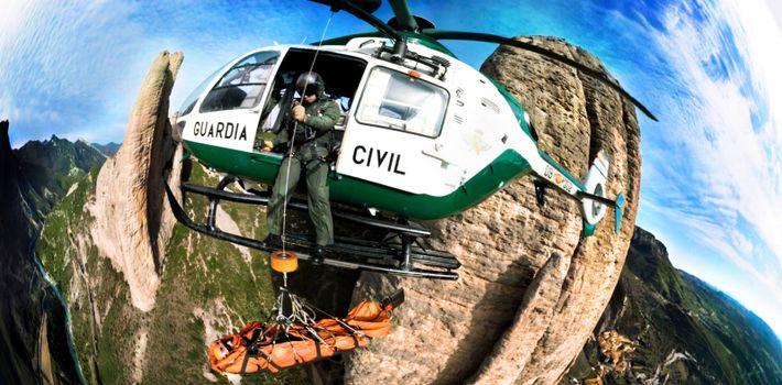 Vídeo 360°: Acompaña a la Guardia Civil en un rescate en la montaña